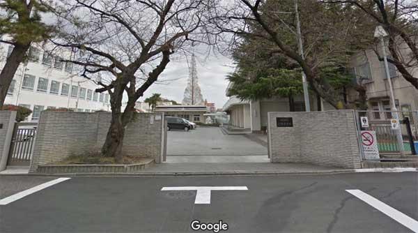 汐路中学校正門