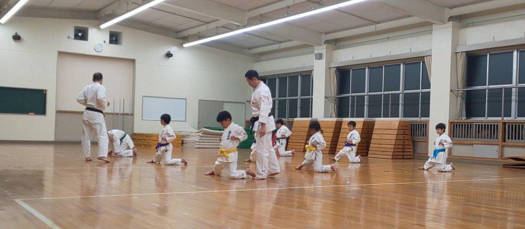 蹴りの姿勢の練習